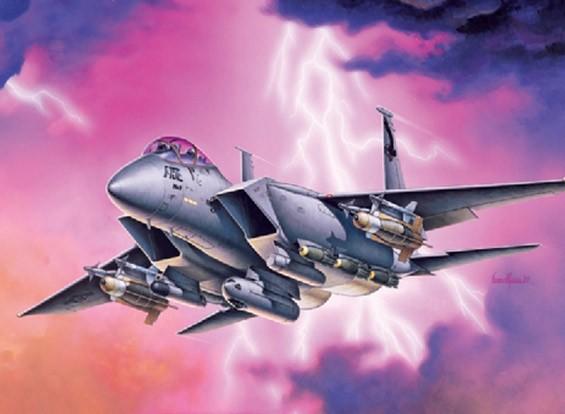 Italeri 1/72 Schaal F-15E Strike Eagle plastic model kit.