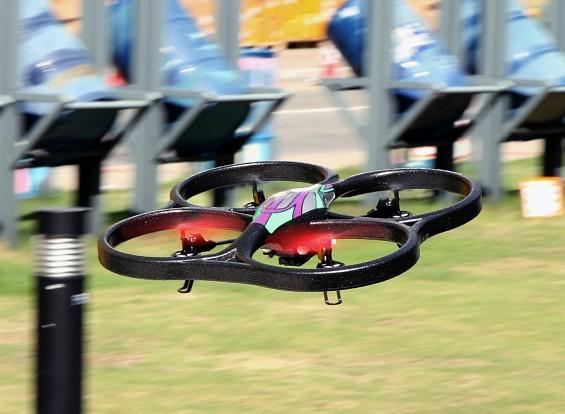 WLToys V666 FPV Quadcopter w / 5.8GHz Monitor, 720P HD Camera en ALT Hold (RTF)