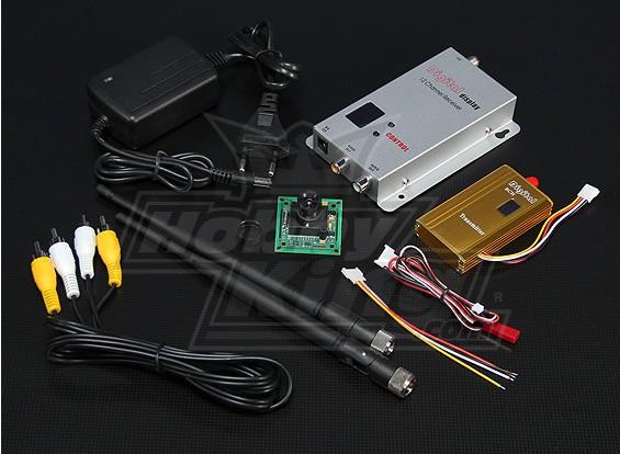 900MHZ 1500mW Tx / Rx en 1/3-inch CCD-camera PAL 520TVL