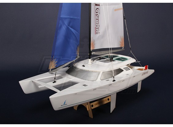 Gemini 600 R / C Racing Catamaran Plug & Play (600mm)