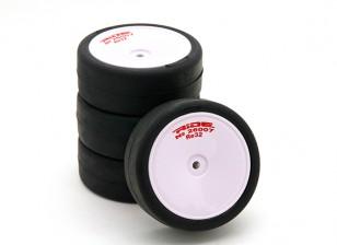乘车前胶合1/10房车轮胎 - 革命高抓地轮胎束带Re32瓦特/泡沫插件(4块)