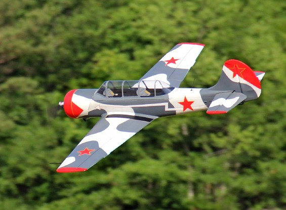 Avios Yak-52 Esquema Militar (Plug and Fly)