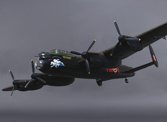 Avro Lancaster w / Retracts / Porta sequencer e Bomb Porte 1.300 millimetri (PNF)
