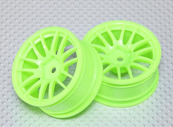 1:10スケールホイールセット(2個)花盛りグリーンスプリット7スポークRCカー26ミリメートル(3ミリメートルオフセット)
