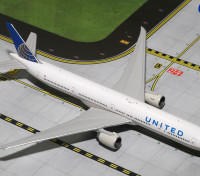 Gemini Jets United Airlines Boeing 777-300ER N58031 1:400 Diecast Model GJUAL1605